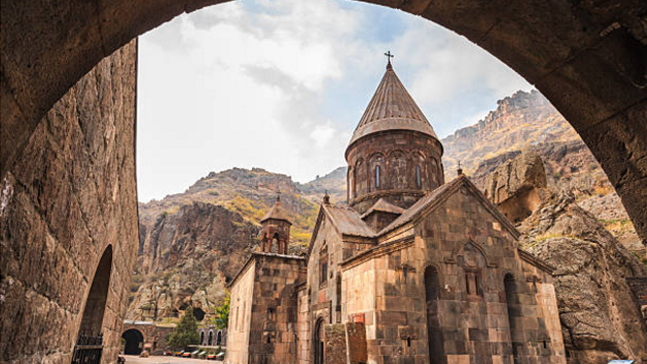 Private Flight to Geghard by Helicopter: cultural tour in Armenia: one-day trip to Garni and Geghard