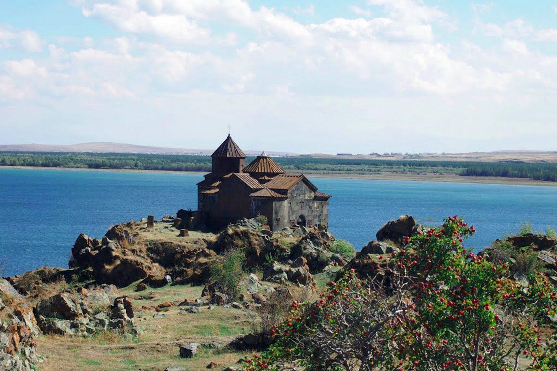 Hayravank Monastery: archaeological tour to armenia