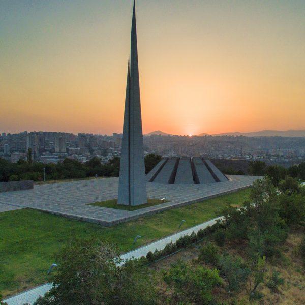 Yerevan city tour Tsitsernakaberd